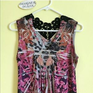 One World Live & Let Live Sleeveless floral top SM